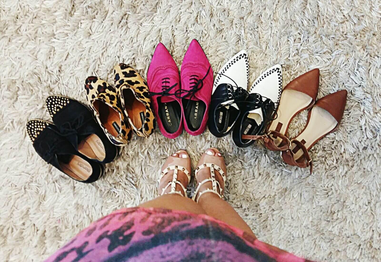 Gi Medeiros escolhendo sapato