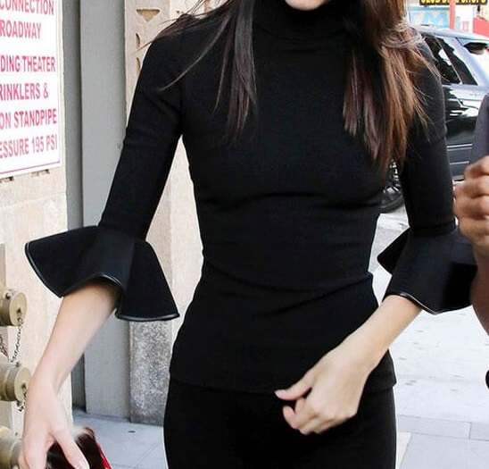 kendall-jenner-look-total-black-shirt-babados