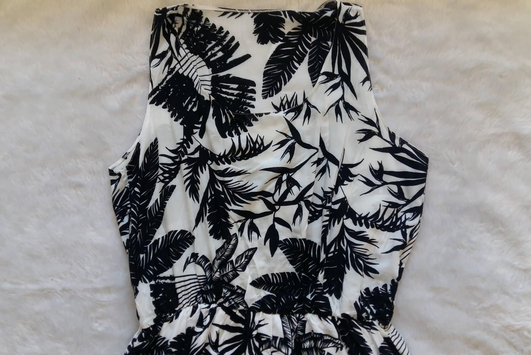 Vestido com estampa em preto e branco