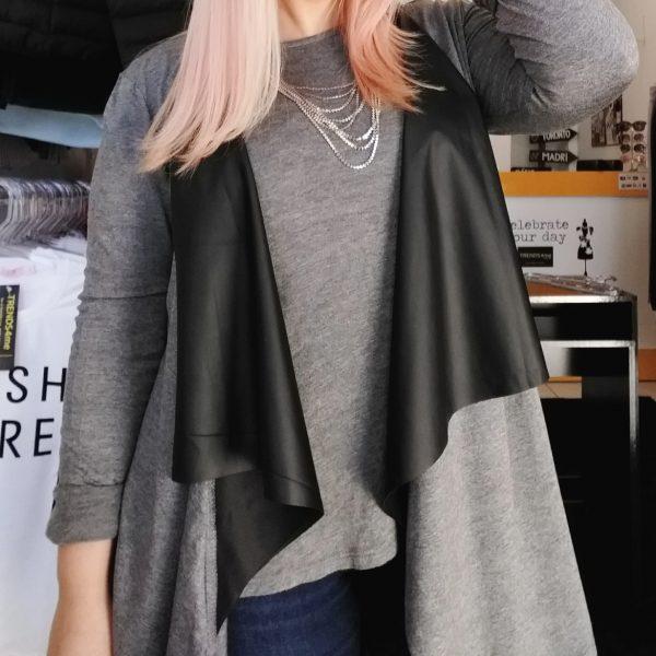 casaco assimétrico com couro fake